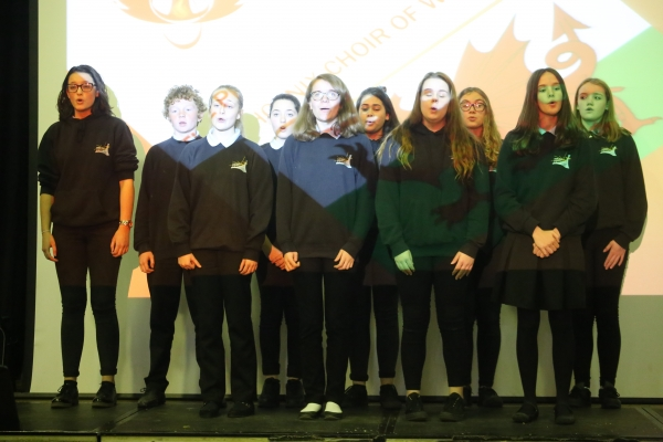 Saltash,net student choir perform