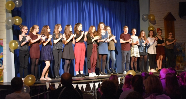 Showcase performers take to the stage at saltash.net